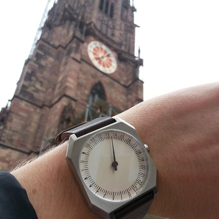 Ein kurzer Abstecher nach Freiburg - im Hintergrund ist auch eine Einzeigeruhr zu sehen!