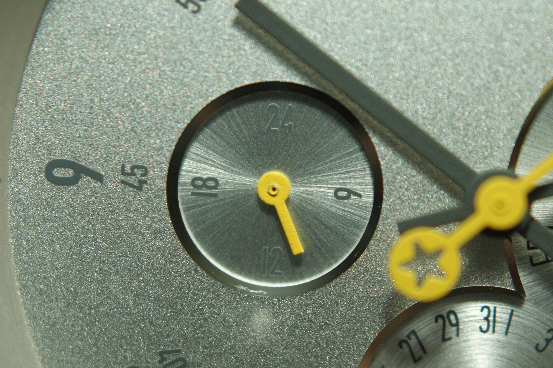 24-Stunden Anzeige der Daye / Turner ENCELADUS mit sternförmiger Bürstung